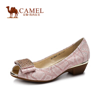 Camel骆驼女鞋 甜美蛇纹羊皮羊猄布金属蝴蝶配饰粗跟鱼嘴单鞋