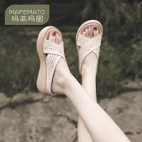 【下单只需要206元】玛菲玛图2020新款简约牛皮凉拖鞋女松糕厚底坡跟拖鞋女夏时尚外穿8117-2