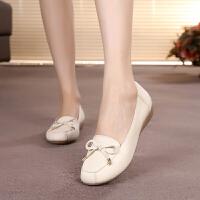 春秋豆豆鞋女平底单鞋舒适妈妈鞋软底防滑中老年休闲女式皮鞋 1695米白色 牛筋底