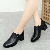 秋季妈妈鞋软底舒适女式妇女中年单鞋百搭中跟粗跟女士皮鞋女 黑色