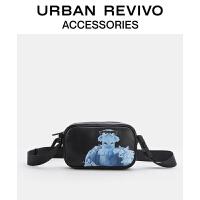 【迪士尼布偶大电影】URBAN REVIVO2021春夏新品男士配件斜挎包AM18TB4N2001