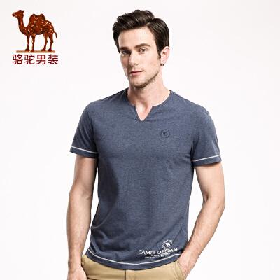 骆驼男装 夏季时尚V领短袖字母数字绣标青春男青年T恤