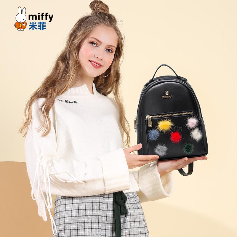 米菲2017秋冬新品彩色毛球装饰双肩包小清新学院休闲旅行包包