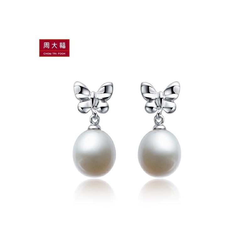 周大福 蝴蝶结 925银镶珍珠耳钉 AQ32612特惠 全场顺丰包邮,全国联保