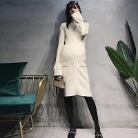 孕妇V领哺乳毛衣裙秋冬时尚喇叭袖打底衫秋装洋气排扣针织连衣裙